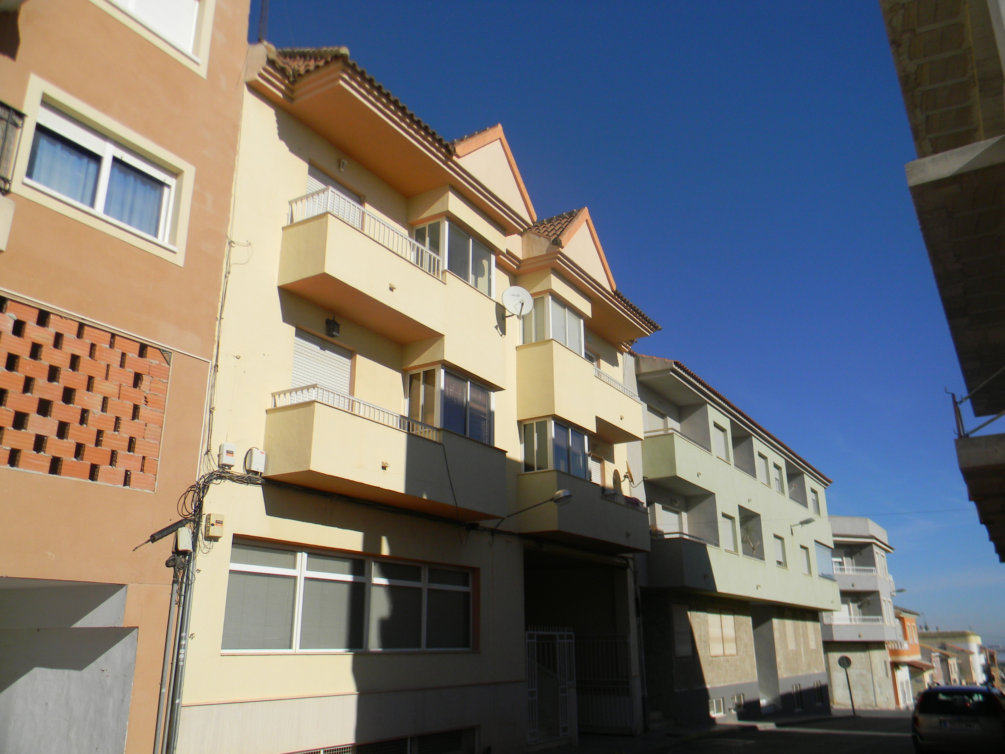 Unfurnished 3 bed Penthouse apartment
